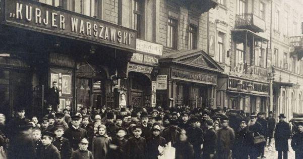 Strajk roznosicieli Kuriera Warszawskiego listopad 1905_Polona